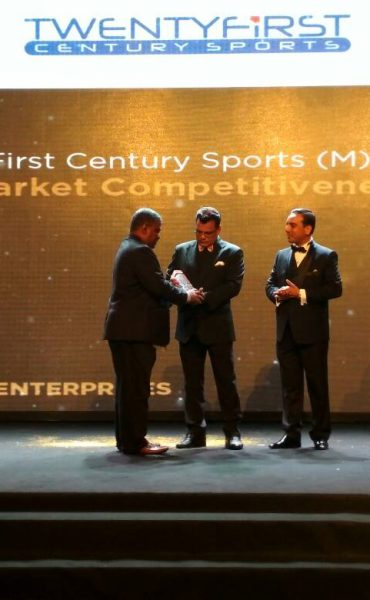 Mr. Nithiaseelan, Race Director of Twenty First Century Sports (M) Sdn Bhd receiving the award on stage